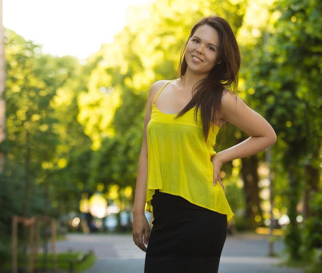Marina-with-yellow-top3