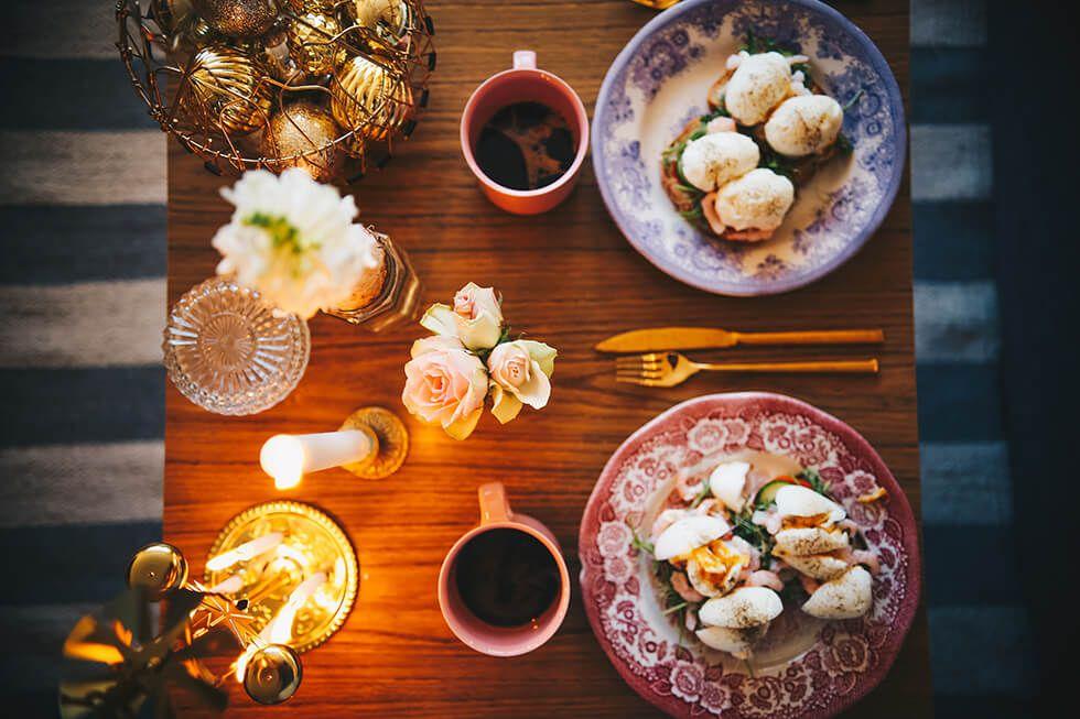 Mysfrukost och julpyntad lägenhet