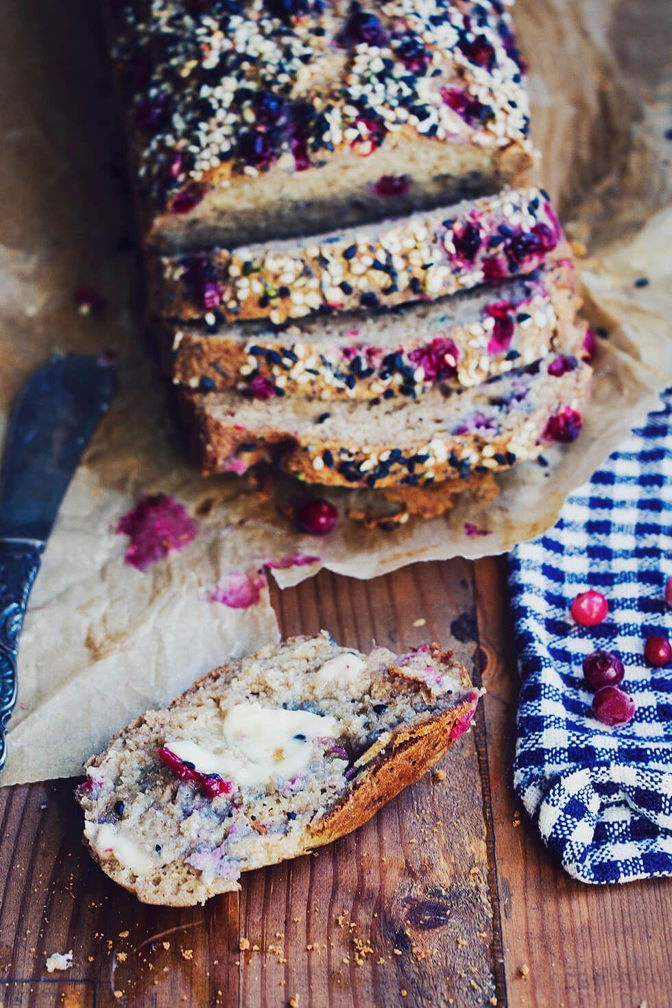 Glutenfritt bröd med lingon & zuchini