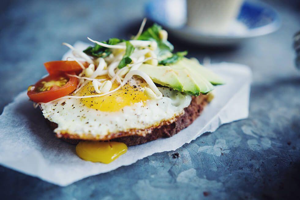 Glutenfritt bröd med stekt ägg