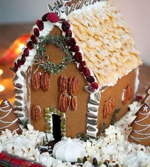 gingerbread-house-decorating-natural-decor-521x581c-521x581