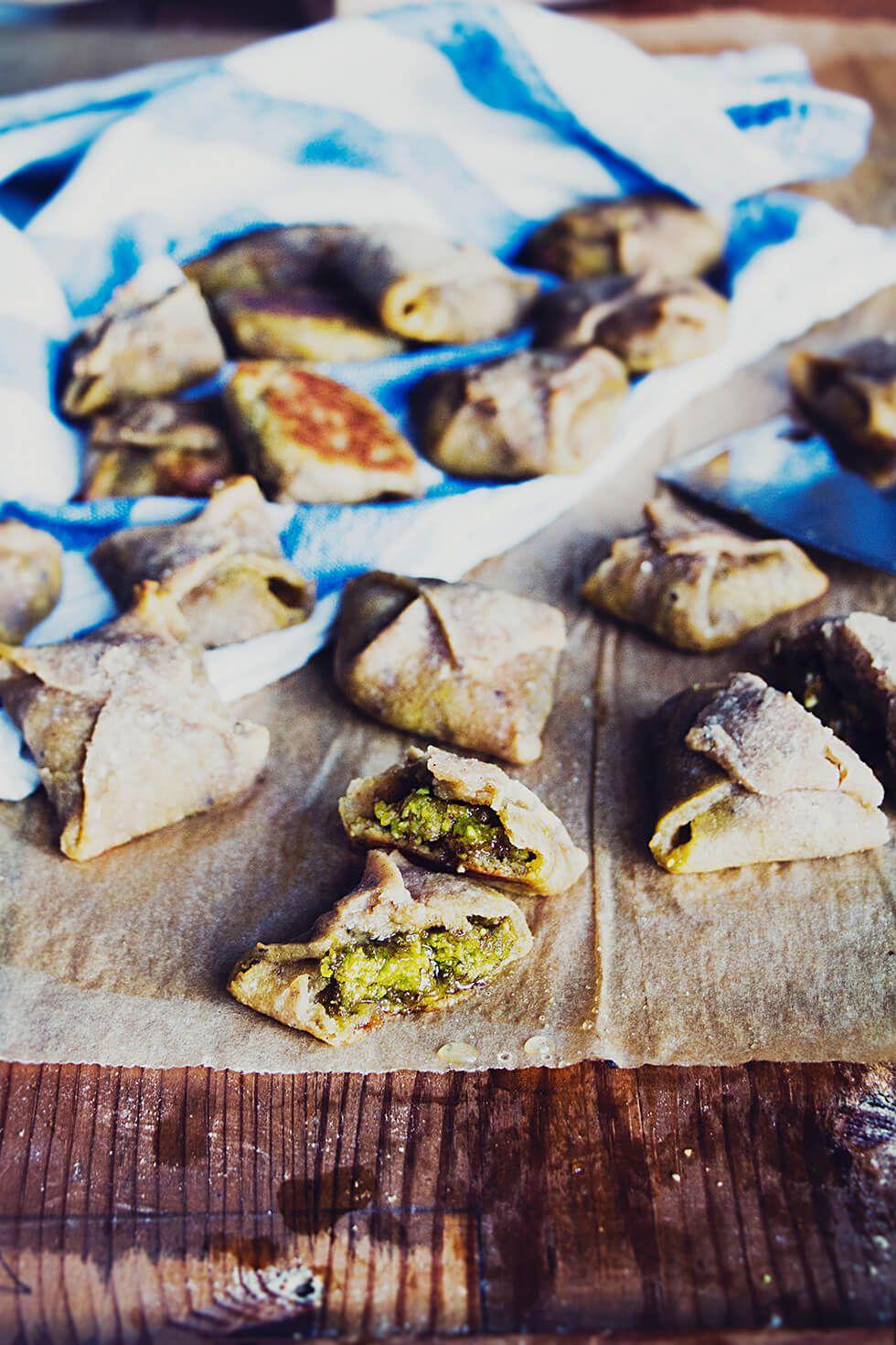 Glutenfria, veganska kardemummaknyten med pistagekräm